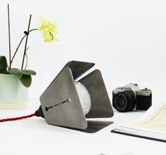 Table industrielle multifonction lampe. Lampe suspension en acier brut