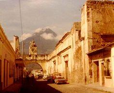 アンティグア・グアテマラ - (1979年、文化遺産) ◆グアテマラ - Wikipedia https://ja.wikipedia.org/wiki/%E3%82%B0%E3%82%A2%E3%83%86%E3%83%9E%E3%83%A9 #Guatemala