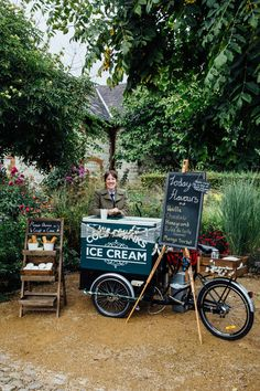 With new ice cream flavours available for Autumn events, hire our ice cream tricycle for your wedding or party in Berkshire, Hampshire or Surrey. Ice Cream Cart, Ice Cream Pops, Ice Pops, Ice Cream Flavors, Gourmet Ice Cream, Ice Cream Wedding, Food Cart Design, Bridal Show Booths, Ice Cream Decorations