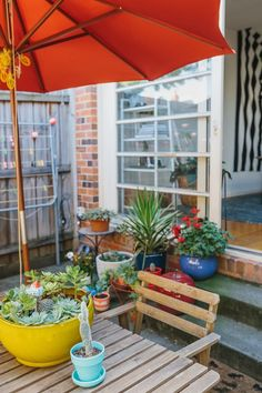 While large backyards are certainly dreamy, small outdoor spaces are often the reality, yet equally able to provide a place to entertain, relax and frolic in the sun (or shade if you prefer). Take these tips and a healthy dose of inspiration from seven tiny backyards that demonstrate myriad ways to maximize your time outdoors.
