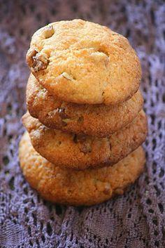 Crisp white chocolate walnut and coconut biscuits Cake Recipes, Dessert Recipes, Desserts, Coconut Biscuits, Walnut Cookies, Sweet Cakes, Macaroons, Yummy Treats, Fudge