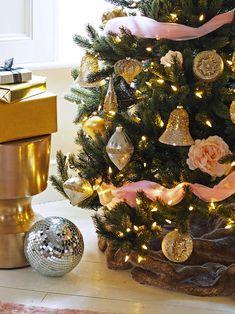 Gold glitter baubles