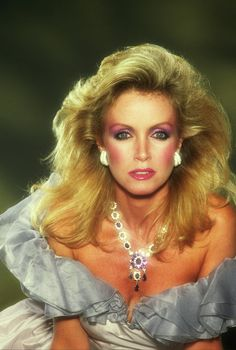 Donna Mills ~ Pinned by Nathalie Gobbe Best Teen Movies, Donna Mills, Retro Makeup, Woman Wine, Valley Girls, Actrices Hollywood, Gorgeous Blonde, Famous Women, Old Hollywood