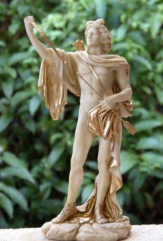 Dios Apolo con arco (29x15x10cm). www.decorarconarte.com