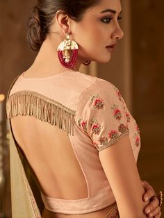 Peach Square Back Blouse Design with Tassels Peach Square Back Bluse Design mit Quasten Indian Blouse Designs, Choli Blouse Design, Saree Blouse Neck Designs, Fancy Blouse Designs, Bridal Blouse Designs, Latest Blouse Designs, Lehenga Choli Designs, Designer Saree Blouses, Designer Blouse Patterns