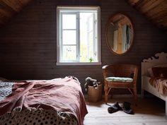 Brita Zackari säljer sitt torp – titta in Olive Green Kitchen, Scandinavian Cottage, Red Cottage, Have A Good Night, Nordic Home, Forest House, Cottage Interiors, Home Look, Elle Decor