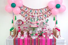 Fiesta de Llamas o Alpacas por Todo Bonito Llama Birthday, Girl Birthday, Alpacas, Cool Diy Projects, Baby Shower, Choker, Macrame, Eve, Crochet