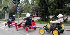 Lasten liikennepuistossa voi myös testata liikennemerkkien tuntemusta ja ajotaitoja.   #liikenneviikko #äläajapäälle