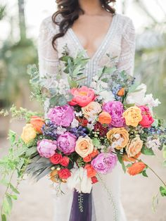Colorful summer wedding bouquet | Photography: Lucas Rossi