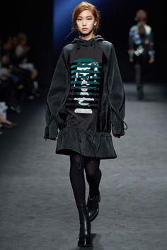 Kaal E.Suktae Seoul Fall 2015 Fashion Show