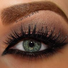I BET THIS WOULD LOOK GOOD WITH MY GREEN EYES! ~mh Gorgeous eyelashes. Love how the eye makeup is done. <3