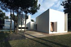 House in Tróia, Portugal by Jorge Mealha