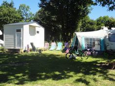 Emplacement Privilège Camping, Shed, Outdoor Structures, Horse Farms, Under Sink, Brittany, Campsite, Campers, Barns