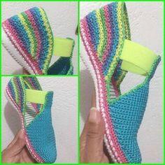 Crochet Sandals with elastic gusset. Crochet Slipper Boots, Crochet Sandals, Knit Shoes, Crochet Slippers, Crochet Shoes Pattern, Shoe Pattern, Crochet Baby, Knit Crochet, Socks