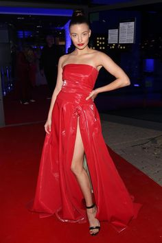 JULKA WIENIAWA . Strapless Dress Formal, Formal Dresses, Fashion Night, Celebrities, Outfits, Blonde Beauty, Dresses For Formal, Celebs, Suits