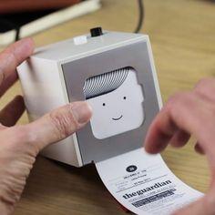 Little Printer by BERG Cloud Elle imprime les infos issues de vos flux RSS pour une info personnalisée. Elle ne prend pas de place. Pas besoin d'encre, elle marche par impression thermique.