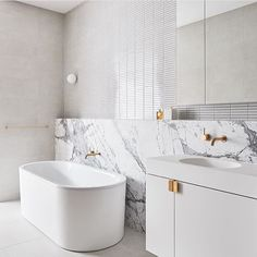 We are absolutely Biased towards the boldness of BLACK TAPWARE in the bathroom and kitchen but BRASS and ROSE GOLD are quite 'easy on the eye' too, sending warmth and prettiness through their soft tones. Works so well when used in a parred back bathroom comprised of marble and directional lines, seen here in the Sky One - Box Hill apartments by @dko_arch_id. Designed by @laurajanesaunders and @Michael.drescher of @dko_arch_id. Photography by @_danhocking_ Happy Monday friends.