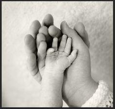 Dad's hand, mom's hand and baby's hand Photo © Stephanie Secrest Photography Hand Photo, Baby Hands, Photojournalism, Newborn Photos, Photo Ideas, Maternity, Kids, Photography, Newborn Pics