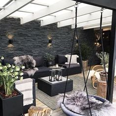 Photo du soir j'adore @camilla_da_costa une belle inspiration 🖤***********************************************#inspirationhome#interior #instahome#home#homedecor #homesweethome #homedecoration #decor #decoration #cosy #cocooning #terrasse #boho #scandiboho #scandinavianhome #scandinaviandesign #bohodecor #@camilla_da_costa #@decodeuses