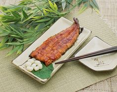 Jangeo-gui (Broiled eel):  Korea's hot summer days are the best time to have a dish of broiled eel.   [Sorry, NO RECIPE]