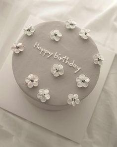 #minimalismus #cake Pretty Birthday Cakes, Pretty Cakes, Beautiful Cakes, Cake Birthday, Happy Birthday, Funny Birthday Cakes, 25th Birthday, Amazing Cakes, Birthday Ideas
