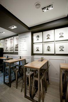 Imagen de las mesas y taburetes en el proyecto de decoración del Bar Amistad.