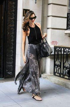 TOPSHOP 透膚長裙則是以民族風圖騰增加變化度,若隱若現的質感依然是非常火辣...