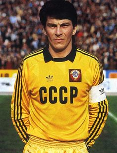 Soviet goalkeeper Rinat Dasaev was renowned as one of the top players in his position throughout much of the Best Football Players, Football Kits, Soccer Players, Football Soccer, Football Design, Retro Football, Vintage Football, Soccer World, World Football