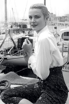 Grace Kelly is perfection here