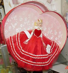 Offered for sale in a 10 day Ebay auction; ends on Cyper Monday. Tonner Tiny Kitty Valentine Hearts Hat Box Set 2005, New, MIB #TonnerTinyKittyCollier #DollswithClothingAccessories