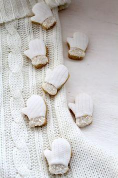 mini mittens #averymillyholiday #millyny