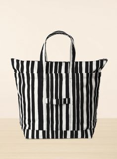Raide/ Uusi Matkuri -laukku Marimekko Bag, Beautiful Handbags, Black And White Design, Inspiration For Kids, Bold Prints, Cosmetic Bag, Diaper Bag, Shopping Bag, Shoulder Bag