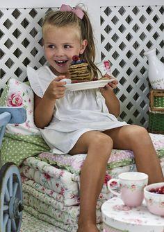 Mug Meryl Greengate ⋆ Rêveries d'étoiles Outdoor Lounge, Bella Rose, Gates, Kids Room, Lily, Textiles, Mugs, Home Decor, Trends
