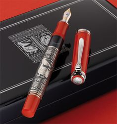 In the year 1931 Pelikan adopted this technique for the Toledo model with so much success that the design has remained virtually unchanged throughout the years. Today the decorative sleeve is made of one piece in Sterling Silver. It is treated carefully in various different steps until the motive is covered with a layer of gold (or palladium to obtain a silver surface).