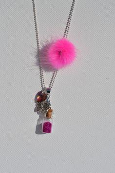Bijoux sautoir fiole magique et pompon rose : Collier par feecreabijoux