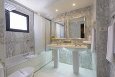 Spacious bathroom in the apartments at Beverly Hills Heights