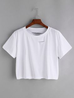 To find out about the Distressed Crop Tee at SHEIN, part of our latest T-Shirts ready to shop online today! Geile T-shirts, Pause, White Casual, Crop Tee, Cool T Shirts, Fashion Outfits, Nice Outfits, Fashion Clothes, Fashion Fashion