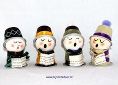 Kerstkoortje gemaakt van nespresso cups. Voor meer leuke ideeën www.bijantedoor.nl