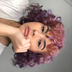❥ aмσяα) artsy hair styles, curly hair styles и hair Hair Inspo, Hair Inspiration, Medium Hair Styles, Curly Hair Styles, Medium Curly, Long Curly, Aesthetic Hair, Dye My Hair, 3a Hair