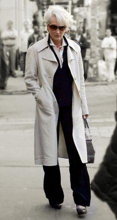 On Oct 2005 - Meryl Streep as Miranda Priestly 2006 The Devil Wears Prada Source by - Fashion Tv, Winter Fashion, Fashion Outfits, Womens Fashion, Fashion Black, Meryl Streep Young, Miranda Priestly, Italian Women Style, Stylish Older Women