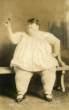 Jolly Trixie cabinet card 1900
