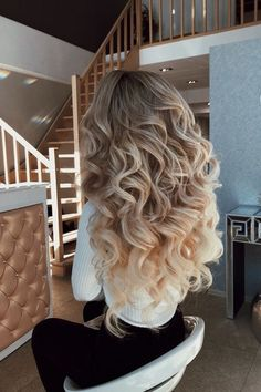 Image in hair collection by sαяα🥀 on We Heart It Quince Hairstyles, Bride Hairstyles, Down Hairstyles, Pretty Hairstyles, Curls For Long Hair, Big Hair, Long Voluminous Hair, Big Curls, Wedding Hair And Makeup