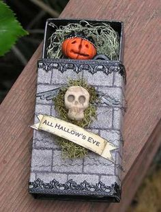 All Hallow's Eve - matchbox, altered art (Halloween) Halloween Shadow Box, Theme Halloween, Halloween Paper Crafts, Halloween Projects, Halloween Cards, Spooky Halloween, Holidays Halloween, Halloween Treats, Happy Halloween