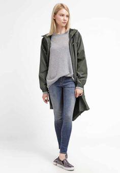 Ropa y zapatos de mujer | La mejor selección en Zalando