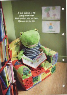 Met een boekje in een hoekje! Book Reader, Literacy, Close Reading, Lunch Box, Classroom, Map, Lettering, Humor, School