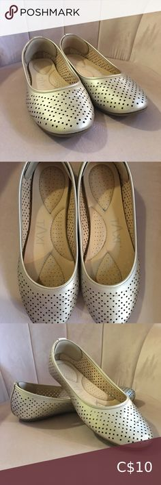 Gold Flats with foam Gold flats with foam bottoms Only worn 1-3 times Perfect condition Size 9 shoe company Shoes Flats & Loafers Black Flats Shoes, Black Leather Flats, Gold Flats, Leather Ballet Flats, Leather Loafers, Slip On Shoes, Foams Shoes, Bow Flip Flops, Steve Madden Flats