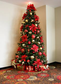 Goldandredchristmastreelobbyrentals Jpeg By Christmasspecialists Commercial Christmas Decorations Christmas Tree Decorations Christmas Poinsettia