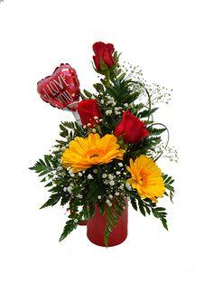 """Hermoso arreglo floral que incluye: 3 Rosas rojas 2 Gerberas amarillas Gipsofilia Follaje Globo temático 4"""" Taza de cerámica Tarjeta con mensaje personalizado Arreglo floral elaborado cuidadosamente por expertos floristas, eligiendo siempre las flores más frescas, hermosas y de la más alta calidad. Puede que sea entregado con el botón cerrado para garantizar el mejor tiempo de vida del arreglo. Visita nuestra sección deADICIONALES PARA SU REGALOy complementa tu regalo con..."""