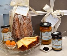 Golden Italian Pandoro Gift https://goo.gl/5KsAoy celebrate this festive #season with Spagni & Spagni delicious #Italian #food #pandoro #jams find out more on spagniTheGift.com