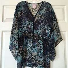 Romeo & Juliet Couture Blouse Romeo & Juliet Couture Blouse. Beautiful pattern. Sheer blouse with elastic waist! Medium but can fit a large! Price is definitely negotiable and I'm always open to all offers. ❤️ NO TRADES ❤️ Romeo & Juliet Couture Tops